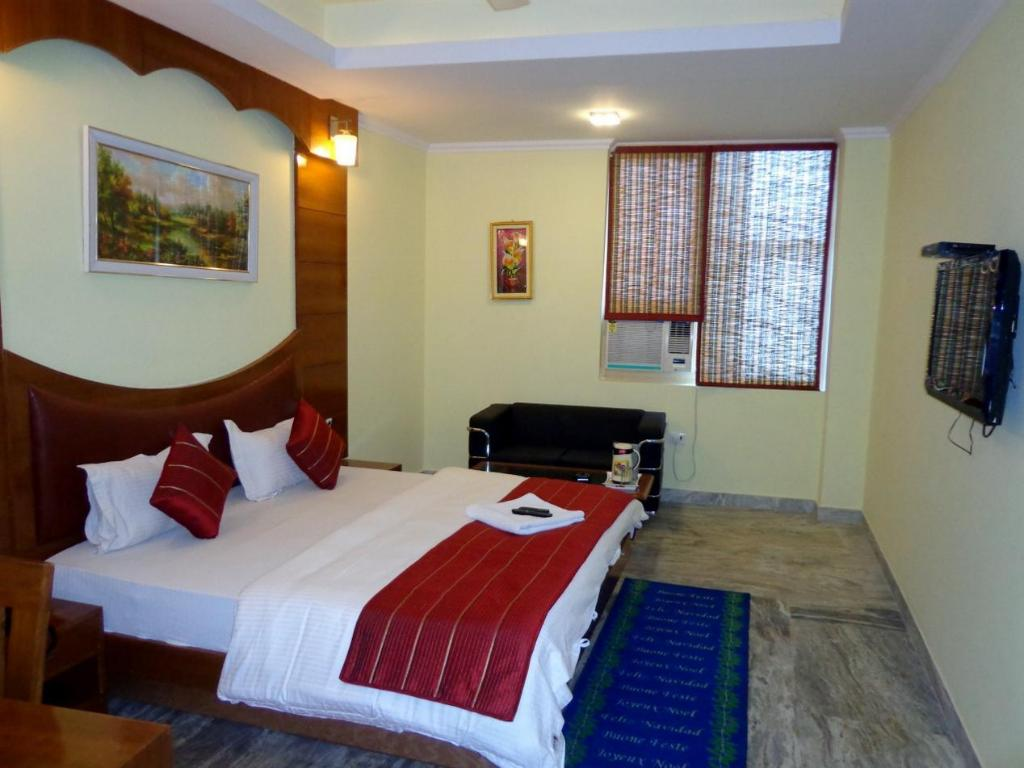 Hotel Castle Blue Best Price On Hotel Castle Blue In New Delhi And Ncr Reviews