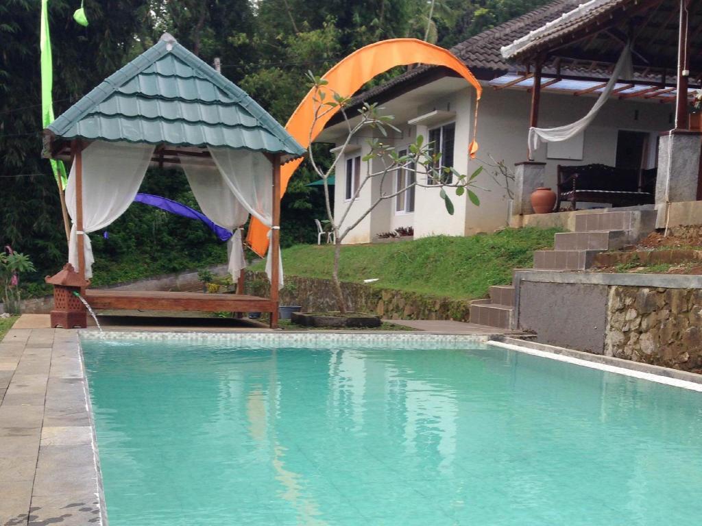 More About Villa Kampoeng Bali Salatiga