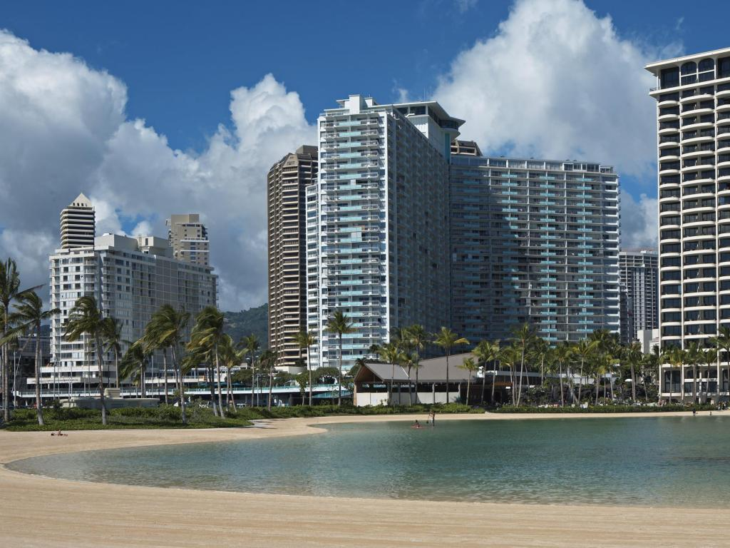 ilikai hotel and luxury suites in oahu hawaii room deals. Black Bedroom Furniture Sets. Home Design Ideas