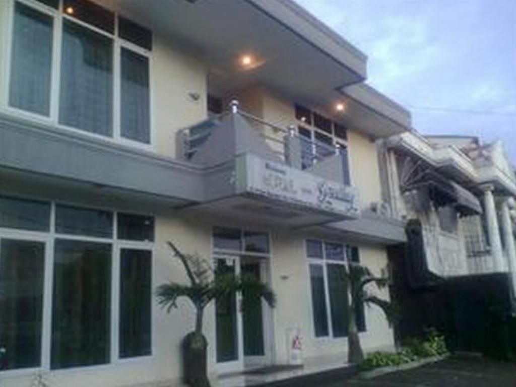 More About Hotel Gemilang