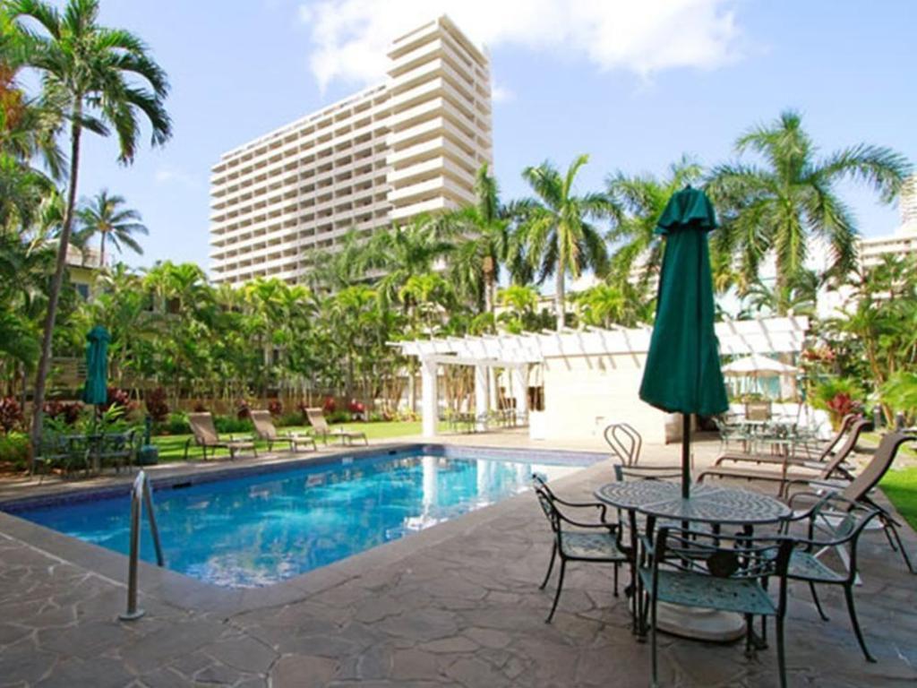 Best Price on Wyndham Vacation Resorts Royal Garden at Waikiki in ...