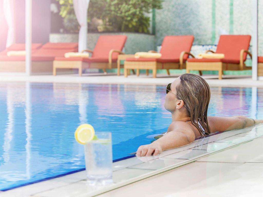 Best price on novotel world trade centre hotel in dubai reviews for Dubai airport swimming pool price