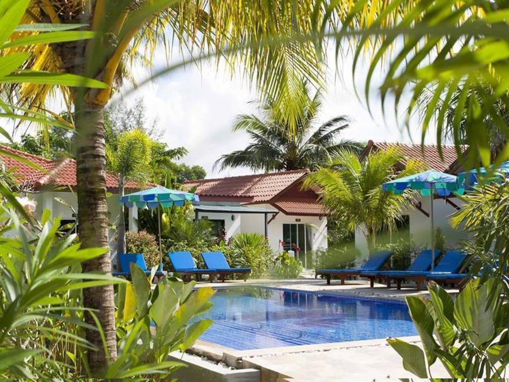 Best Price on Bangtao Varee Beach Resort in Phuket + Reviews