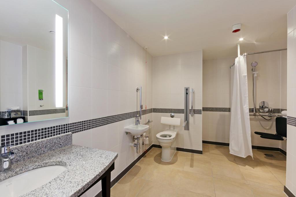 hampton by hilton london waterloo in united kingdom room. Black Bedroom Furniture Sets. Home Design Ideas