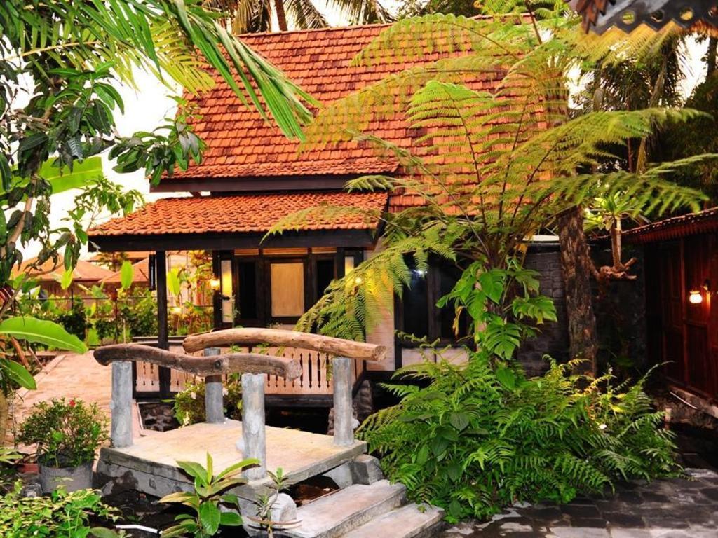 More About Kampung Labasan Resort
