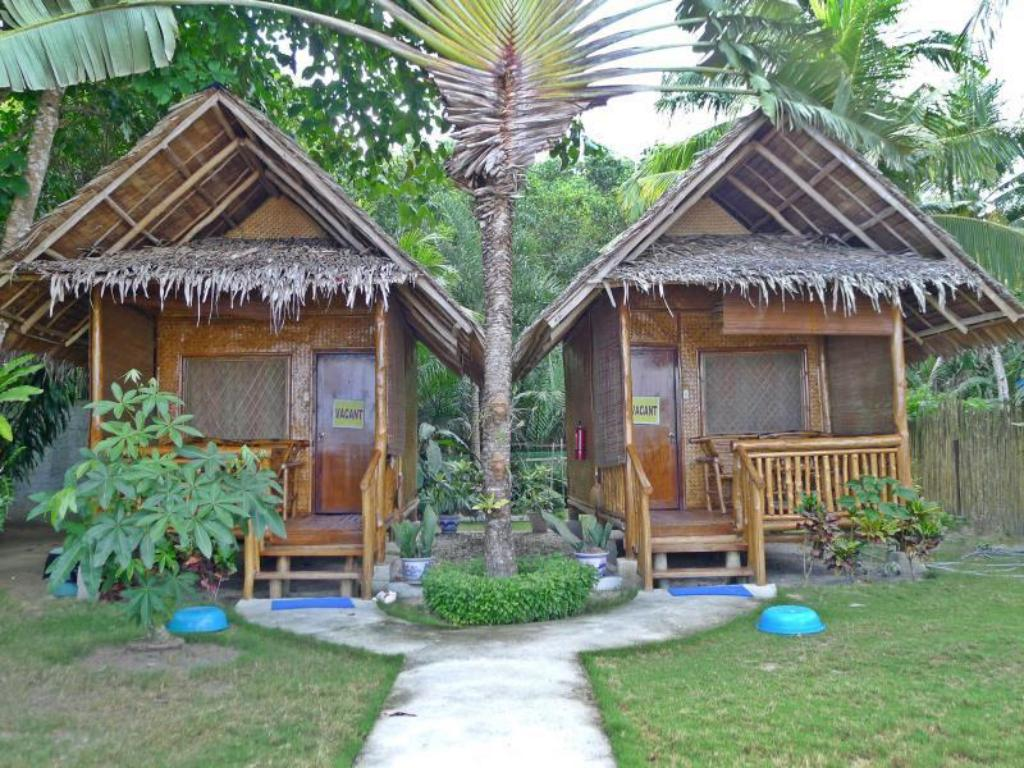 Best price on cassandras beach cottages in palawan reviews for Small beach hotels