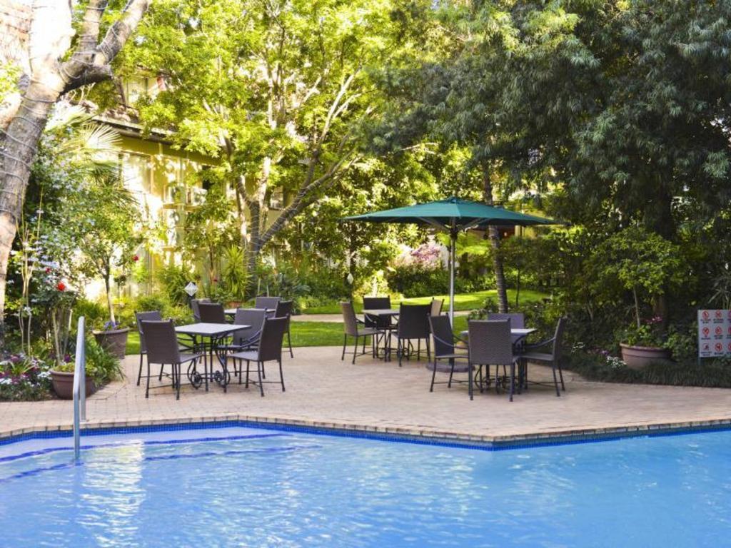 Best price on protea hotel by marriott johannesburg balalaika sandton protea hotel balalaika for Public swimming pools in johannesburg