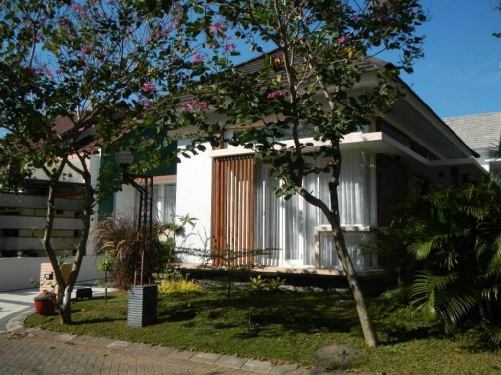 Best Price On Kencono Family Guest House In Malang Reviews