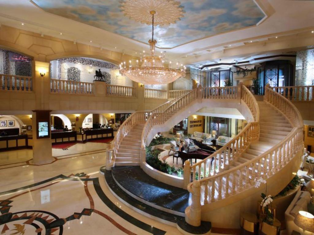Best price on carlton palace hotel in dubai reviews for Top 10 5 star hotels in dubai