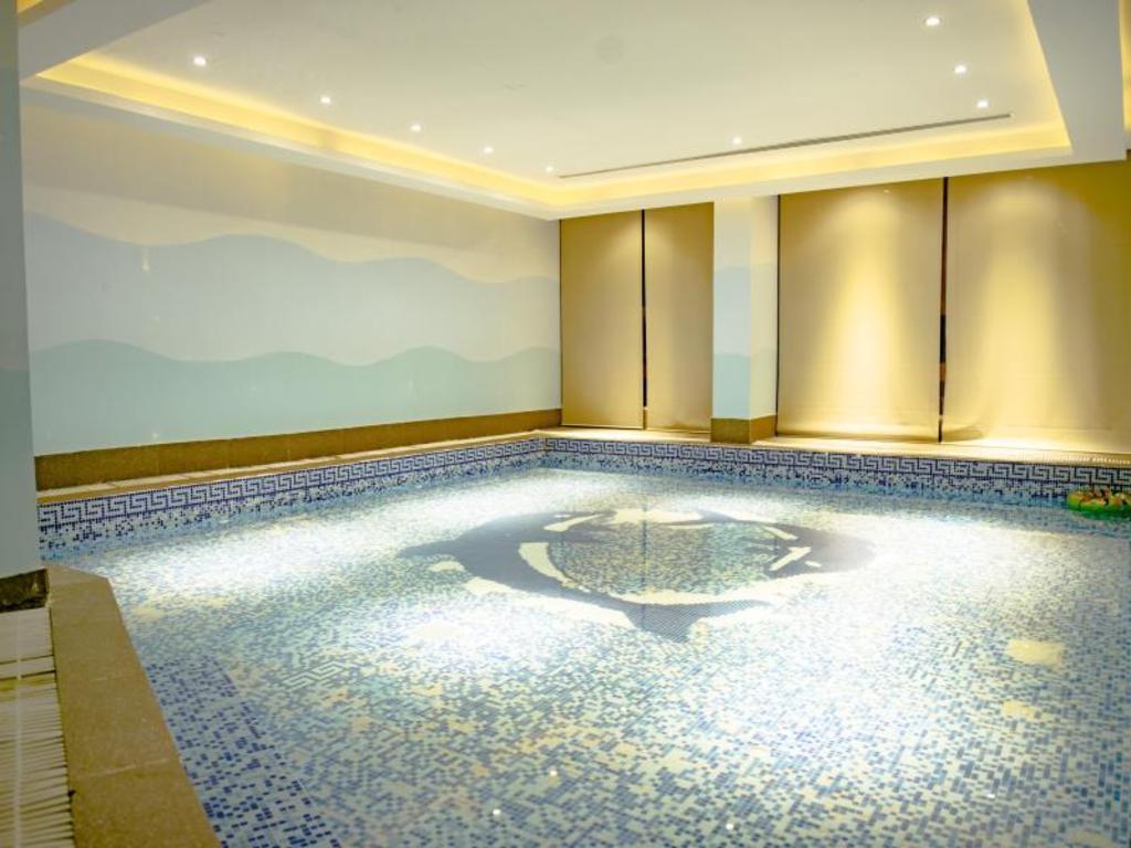 Boudl al qasr hotel in riyadh room deals photos reviews - Hotels in riyadh with swimming pools ...