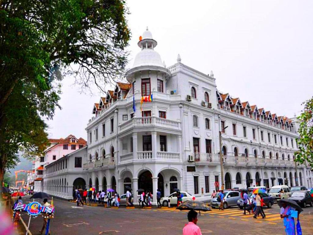 Hotels Near Kandy
