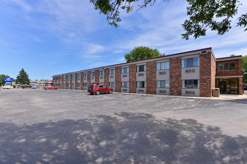Best Price On Americas Value Inn Clear Lake Ia In Reviews