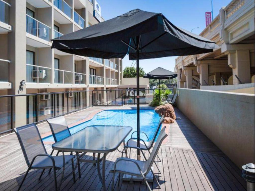 Best price on riverside hotel southbank in brisbane reviews for Public swimming pools in riverside ca