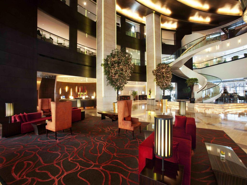 Best price on the longemont shanghai hotel in shanghai for Best value luxury hotels