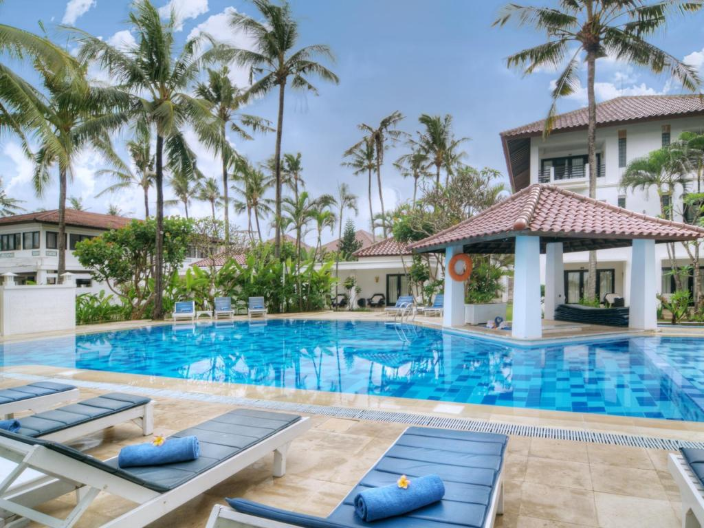Best price on legong keraton beach hotel in bali reviews for Cheap hotels in bali indonesia