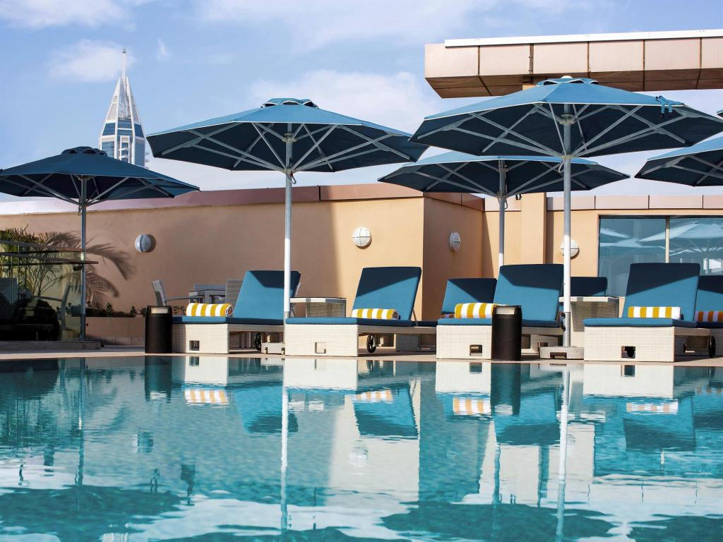 Pullman jumeirah lakes towers hotel and residence in dubai - Pullman central park swimming pool ...