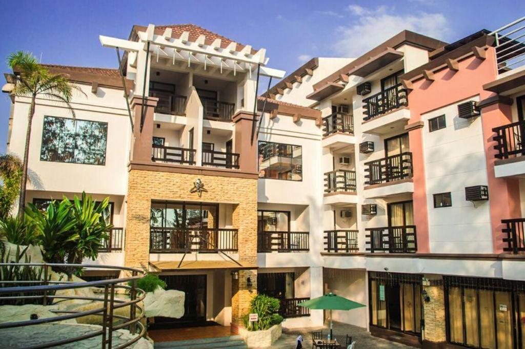 Hotel Reviews of La Carmela de Boracay Hotel Boracay Island Philippines - Page 1
