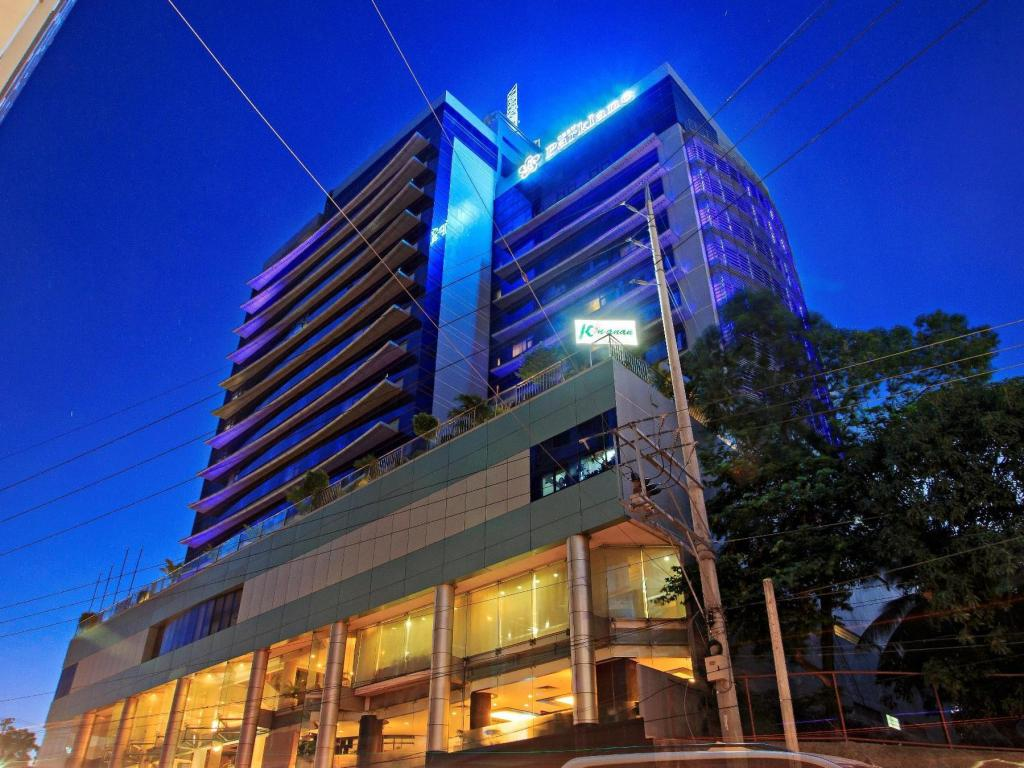 Cebu parklane international hotel in philippines room - Mandarin hotel cebu swimming pool ...