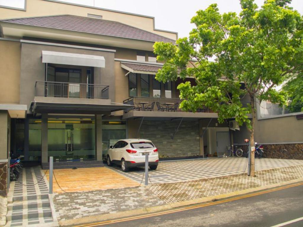 Best Price On Kana Citra Guest House In Surabaya Reviews