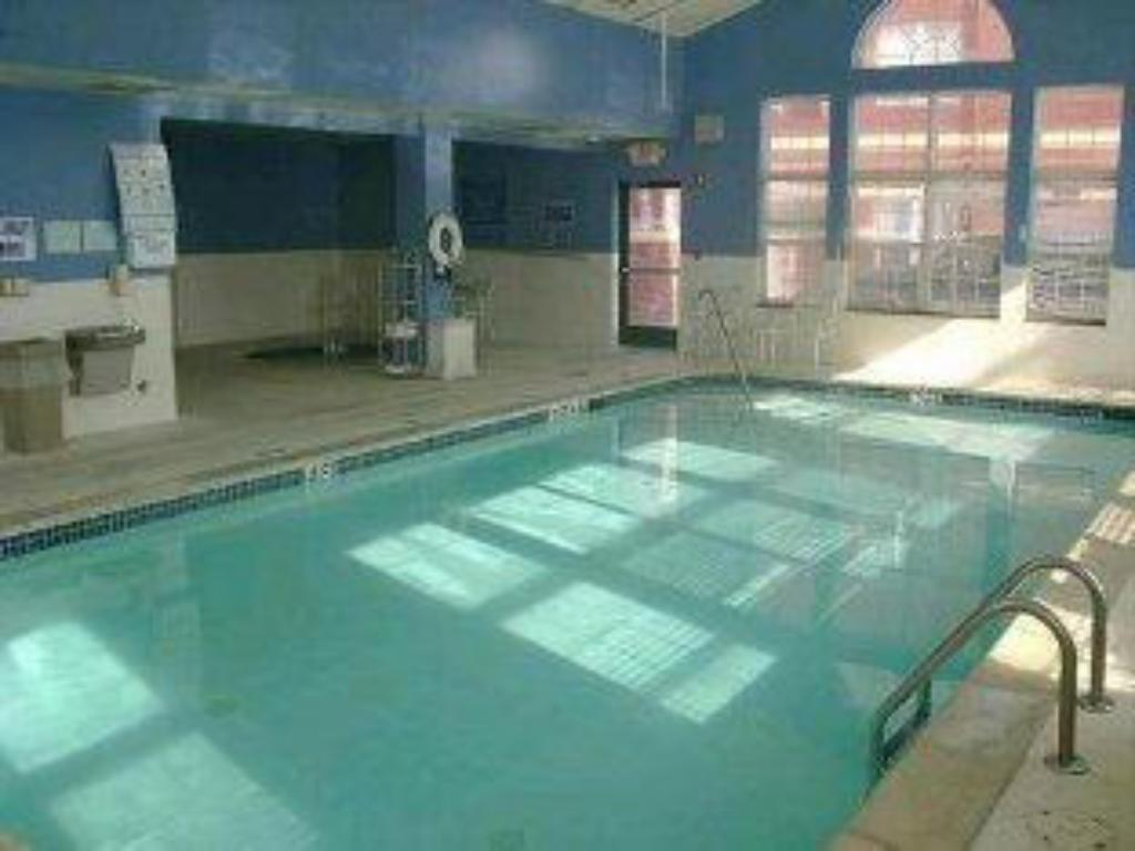 Best Price On Holiday Inn Express Hotel Suites Southfield Detroit In Southfield Mi Reviews