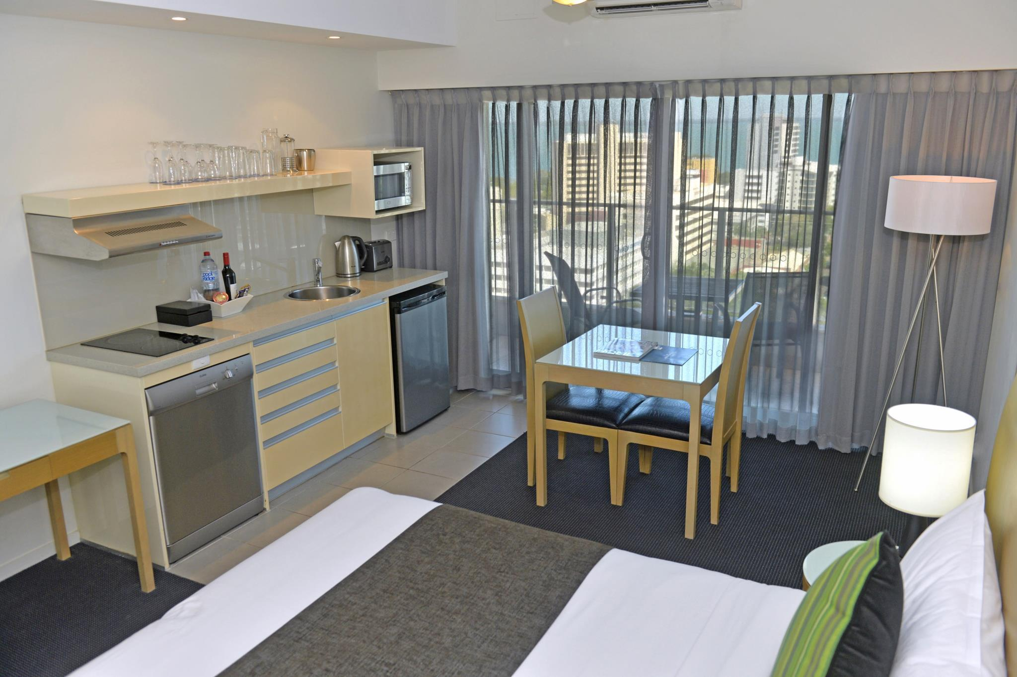 Best Price on Mantra Pandanas Hotel in Darwin + Reviews!