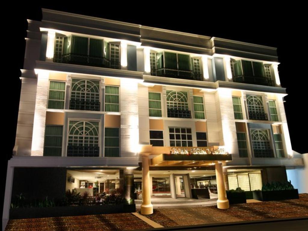 More About Crown Regency Hotel Makati
