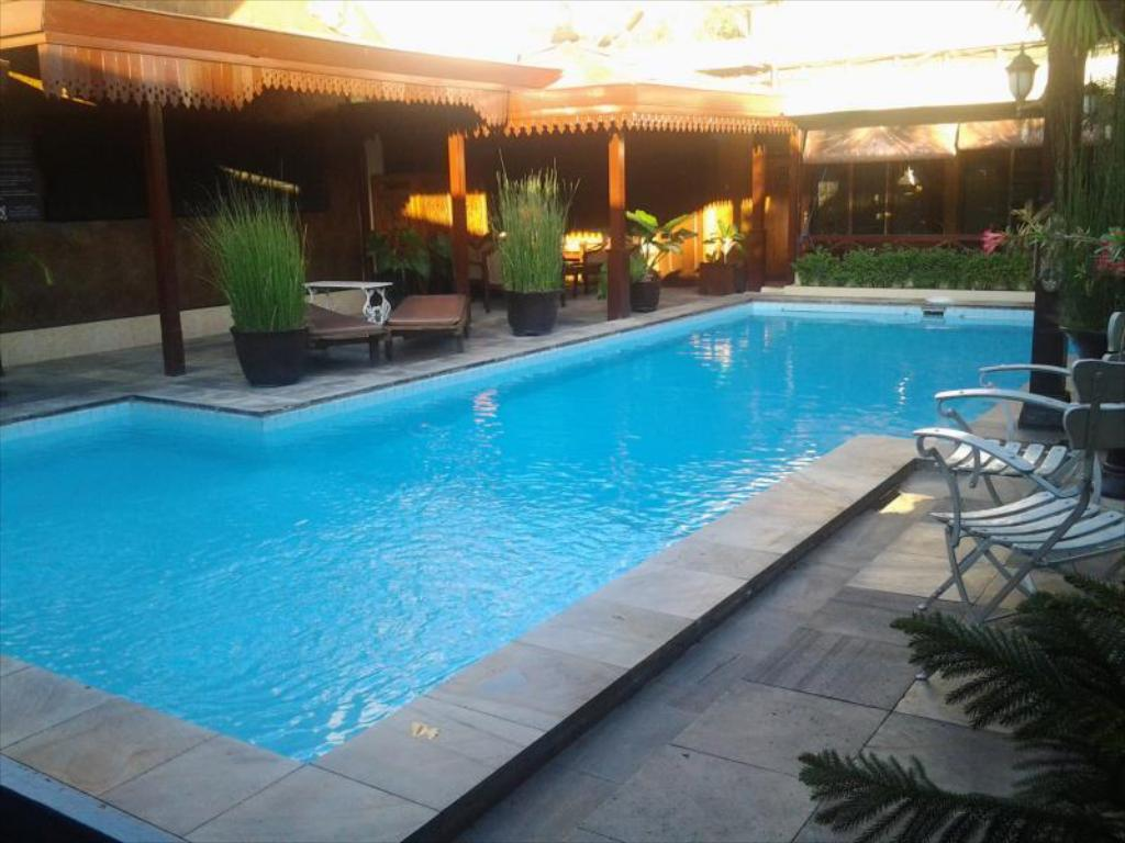 Best Price on Istana Batik Ratna Hotel Yogyakarta in Yogyakarta