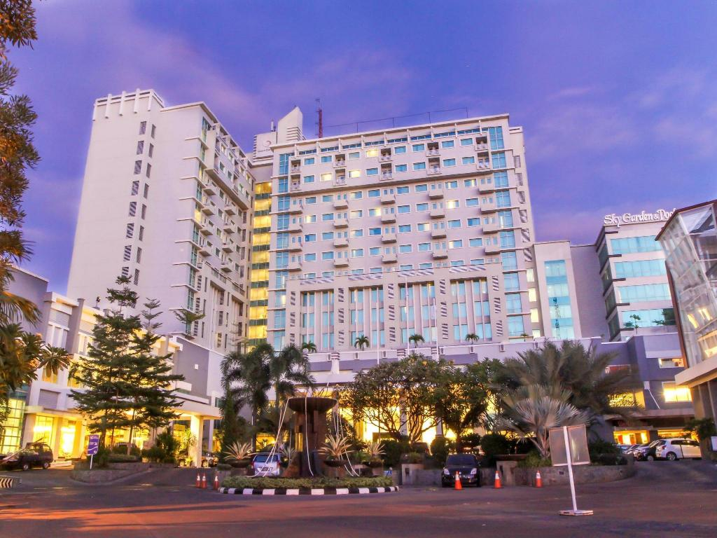 Best Price on Grand Clarion Hotel and Convention in Makassar + Reviews