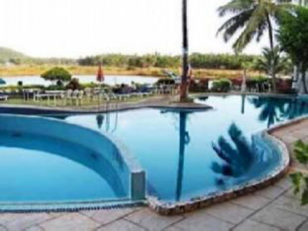 Best Price On Maizons Lakeview Resort In Goa Reviews
