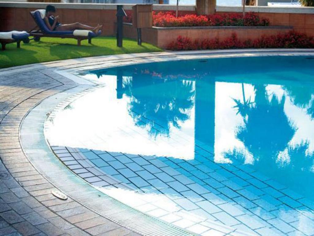 Deals on intercontinental johannesburg sandton towers in south africa promotional room prices for Public swimming pools in johannesburg