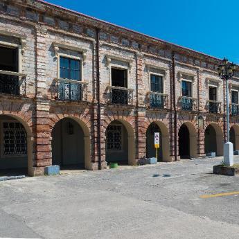 מלונות בנאגה סיטי, 70 בתי מלון