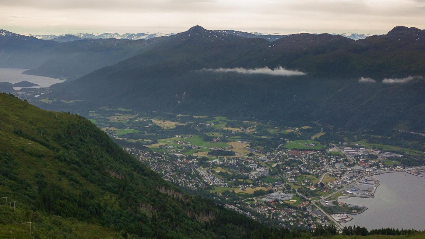 Hogaåsen, Nordfjordeid on Vimeo