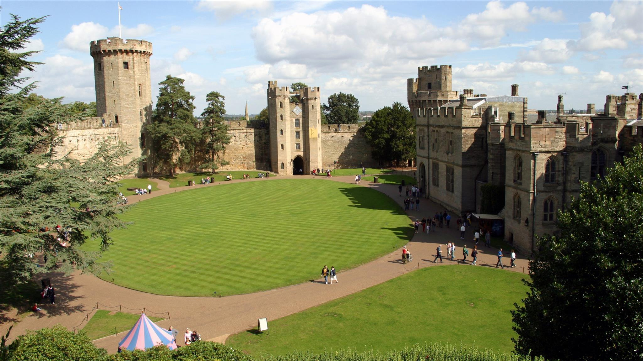 Featured hotels near Warwick Castle