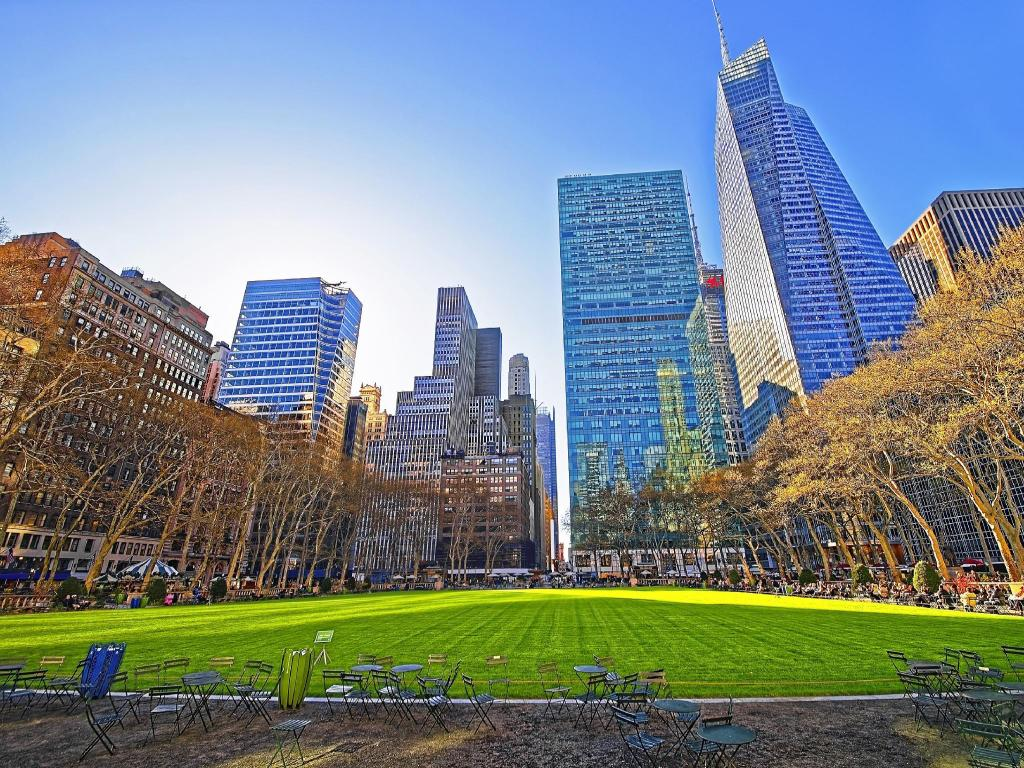 Bryant Park - A 580 m de l'allotjament 34th and Madison by BridgeStreet