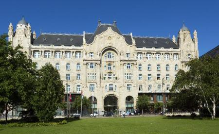 Gresham-palota (Gresham Palace Hotel Four Seasons) - 1.22 km from property N`joy Hostel