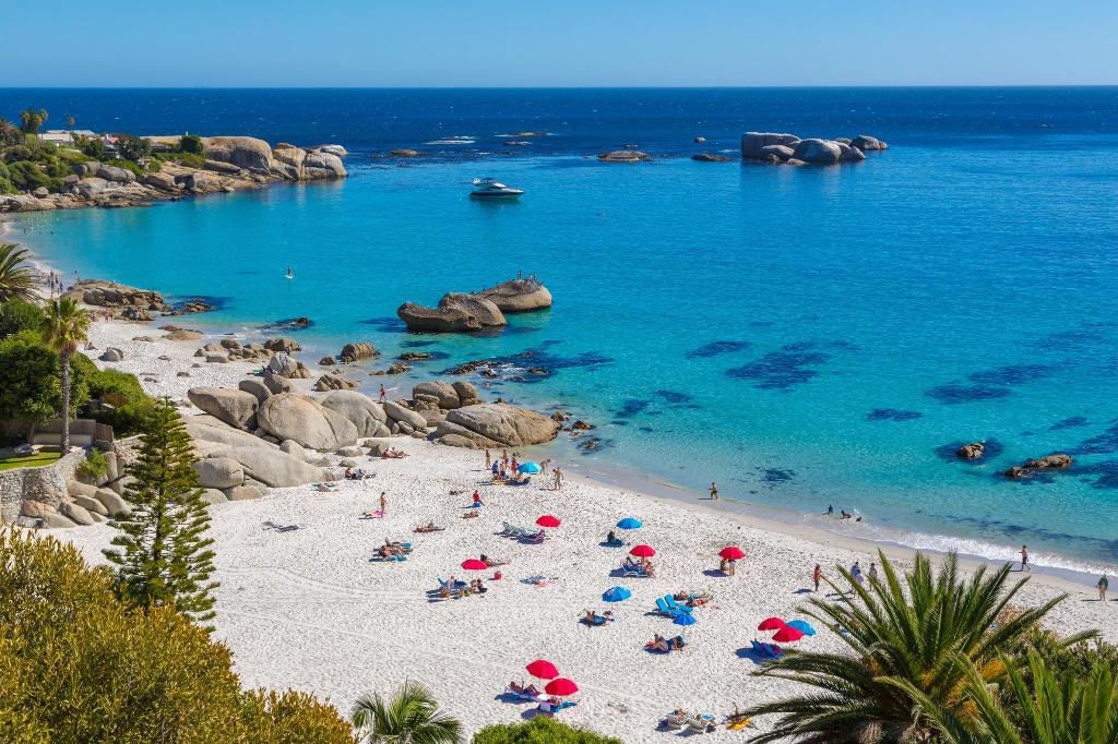 Playa Camps Bay - a 1,17 km del alojamiento The Heron