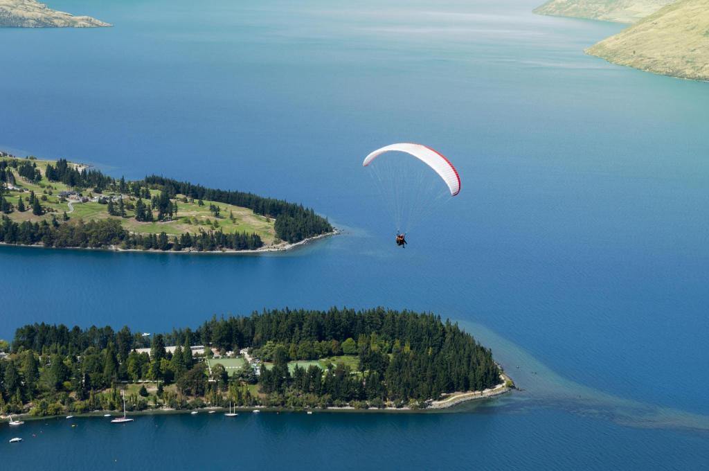 Tandem Paraglide - 2.29 km from property Aspen House
