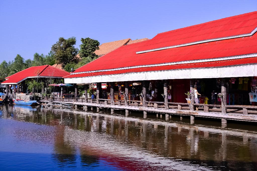 Hua Hin Samphannam Floating Market - 9.31 km from property Oscar Guesthouse