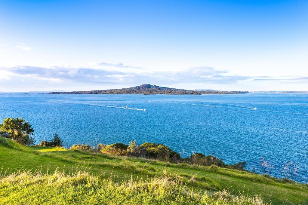 Rangitoto Island - 9.41 km from property