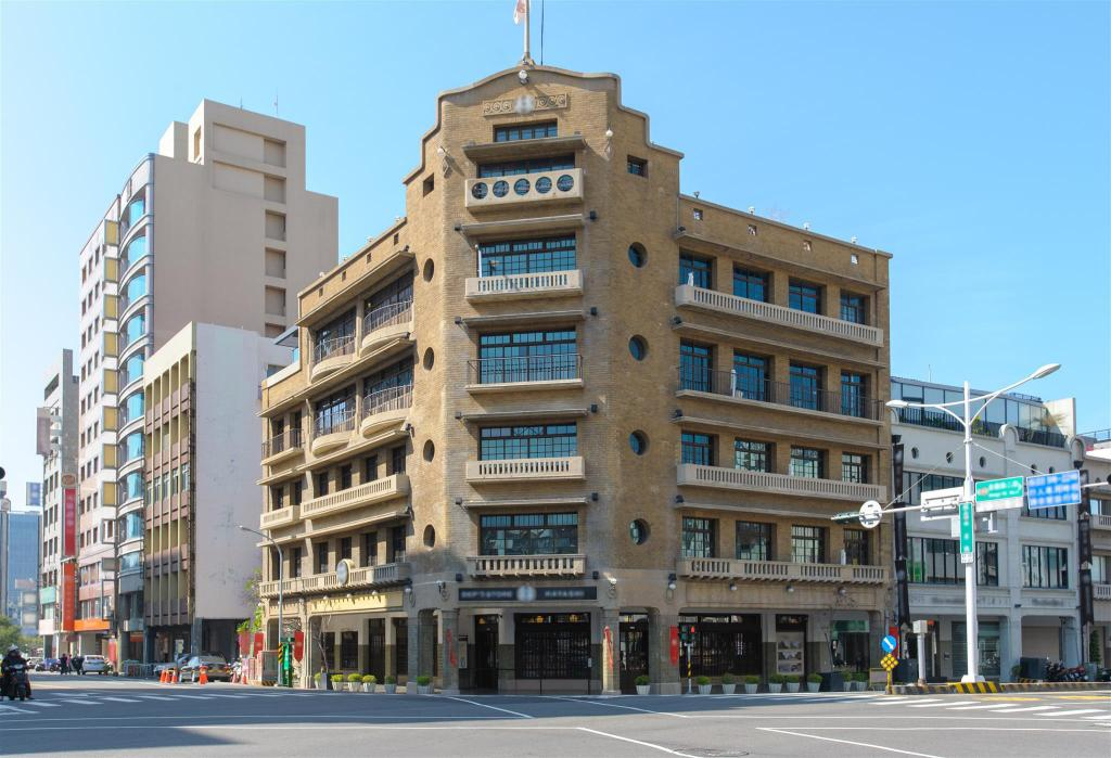 Lin Department Store - 3.07 km from property Tainan near T.S. Mall & Ambassador Theater - Leaf  hostel Y3 Double room