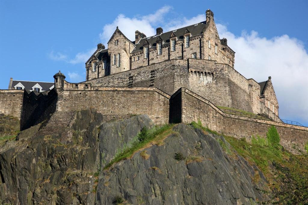 Edinburgh Castle - 530 m from property Greyfriars Apartments - Grassmarket