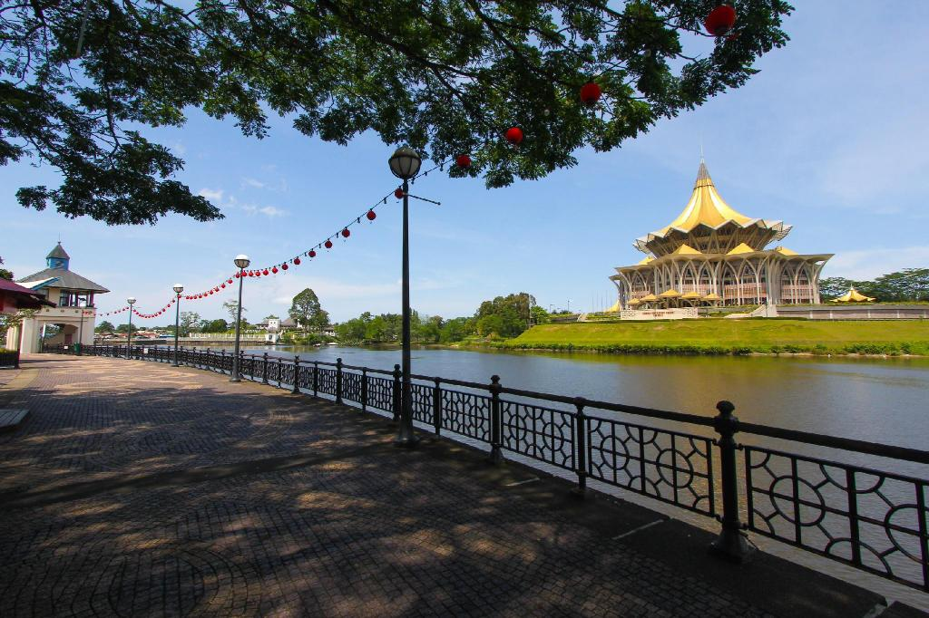 Kuching Waterfront - 850 m from property Transit Point