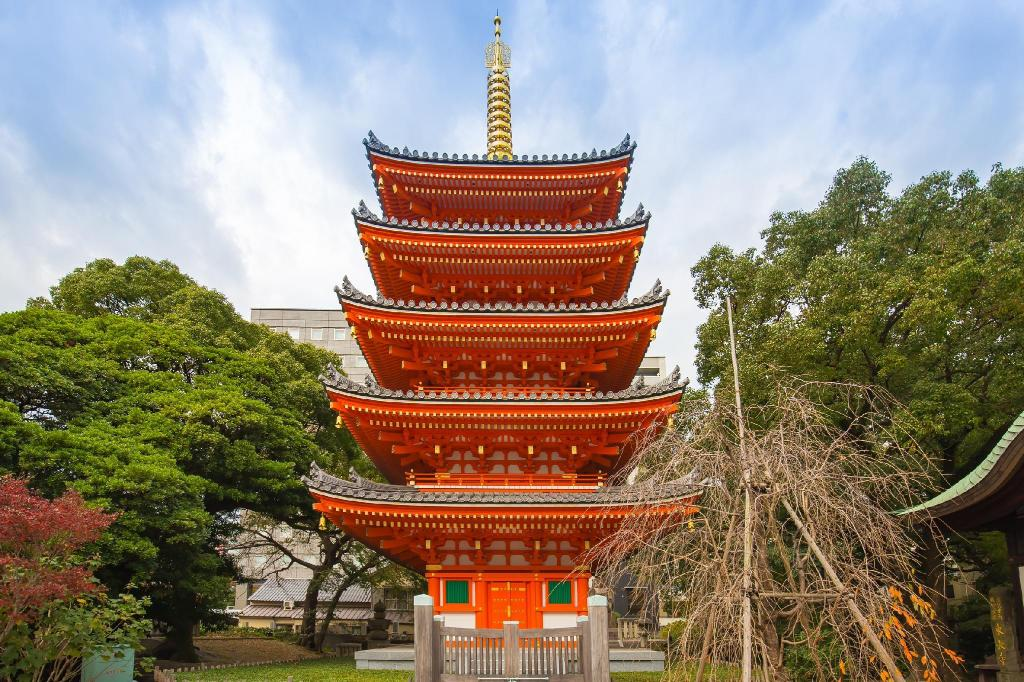 Tochoji Temple - 1.93 km from property R.R apartment in Tenjin RTS406