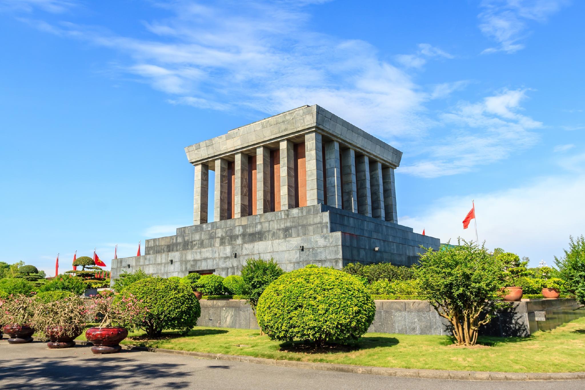 Мавзолей Хо Ши Мина закрывается временно на ремонт