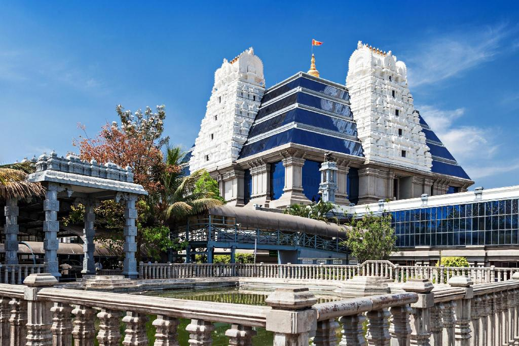 Hram ISKCON u Bangaloreu - 9.58 km od nekretnine Chilipili Estate Stay