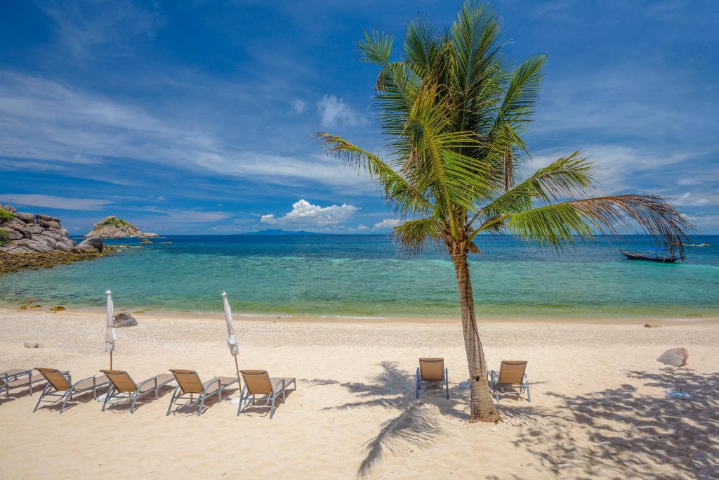Sai Daeng Beach - 3.61 km from property Island Spa Resort