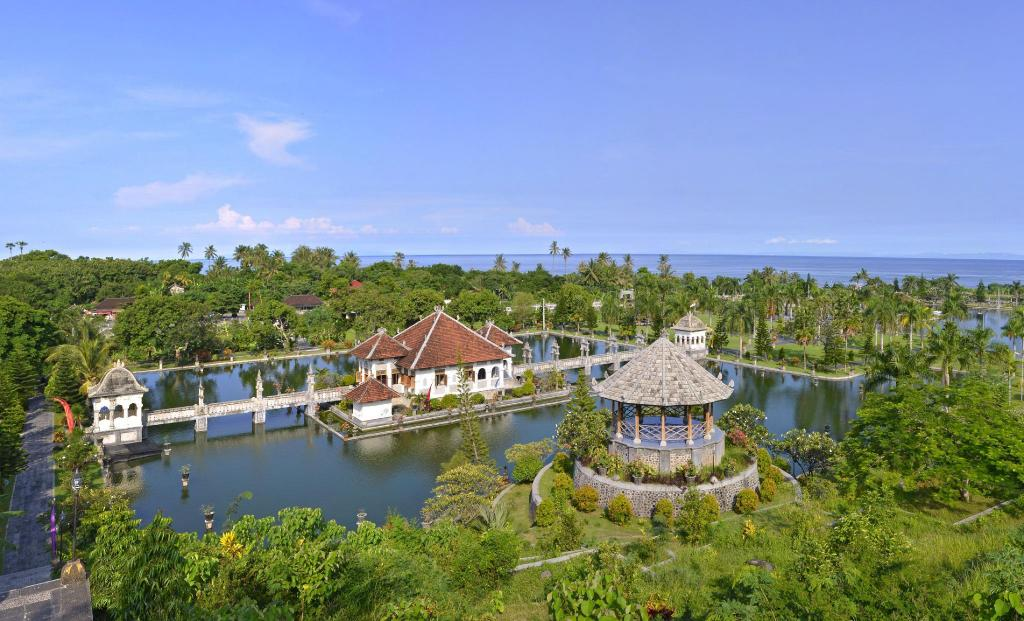 RESORT 2 VILLAS BALI 9 PAX 2 POOLS FULLY CATERED