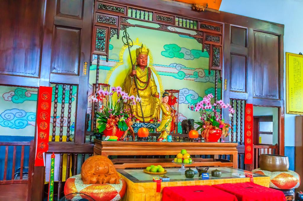 Xuanzhuang Temple - 1.44 km from property Lakeside Inn II
