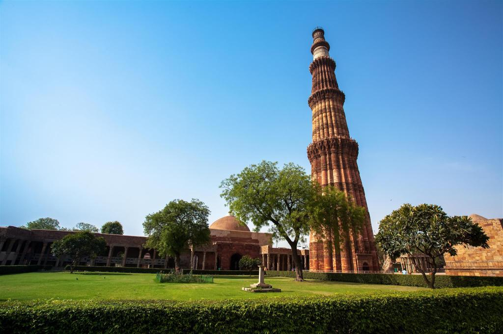 Qutub Minar - 4.42 km from property A 3 S Lodge