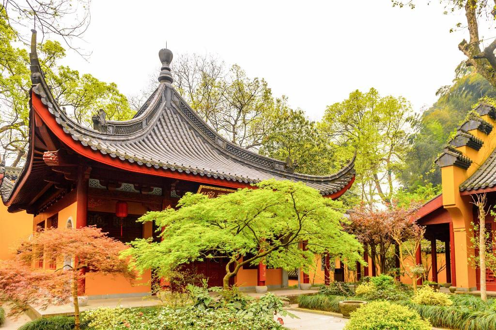 Lingyin Temple - 670 m from property Hangzhou Wall & Flower Courtyard Coffee Hostel